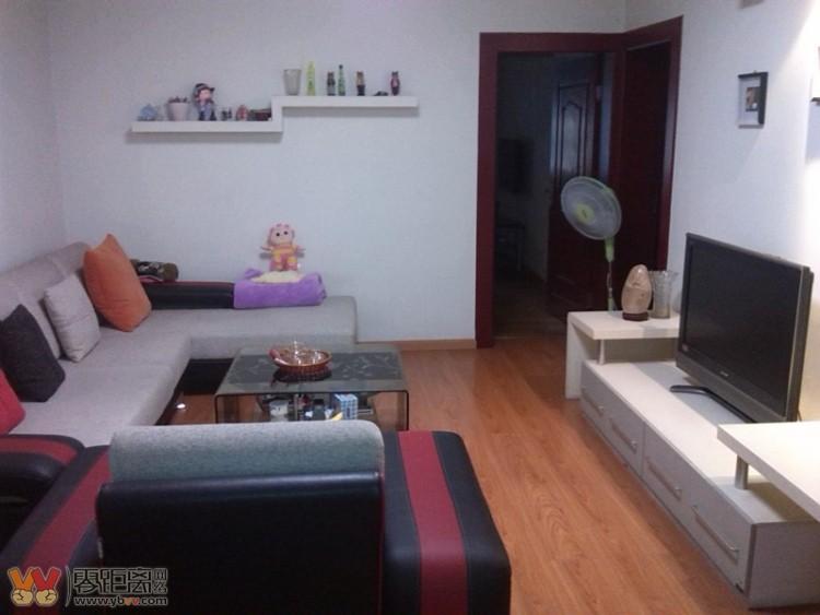 宜达小区 三室一厅103平米 精装修带全套家具家电 售价58万