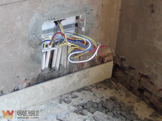 在装修厨房和厕所的防水时,胡某未与楼下开理发店的女老板