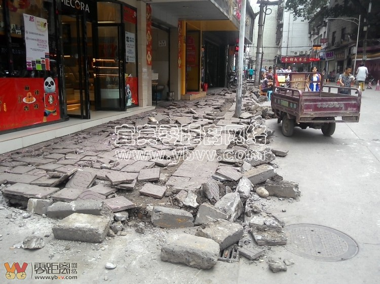 商业街路面黑化及人行道铺装改造工程启动 附改造后效果图