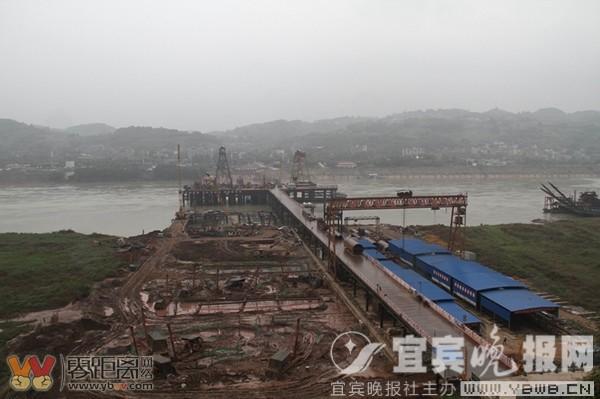 成贵高/该桥是跨金沙江的一座公路在下、铁路在上,主跨为336米的简支...